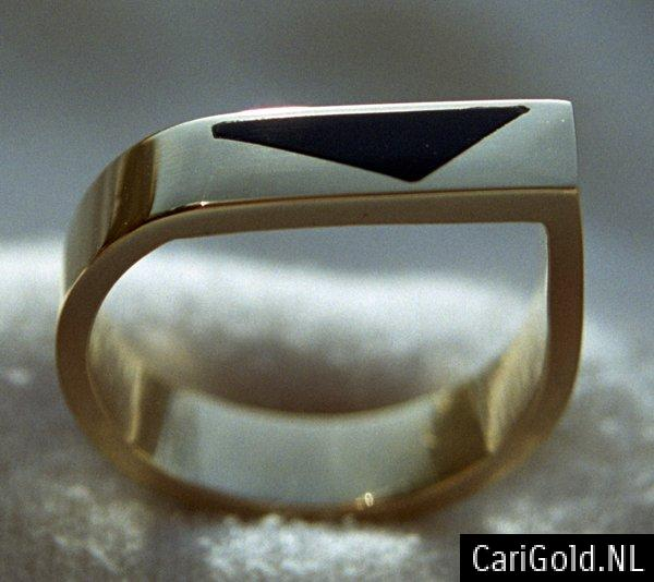 CariGold_nl_ring_14K_goud_onyx_HR003